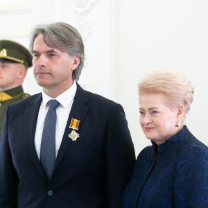 Prof. Eugenijui Lesinskui įteiktas Lietuvos didžiojo kunigaikščio Gedimino ordino Karininko kryžius